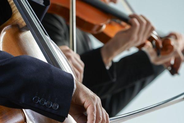 Violín, viola, cello, piano y guitarra clásica